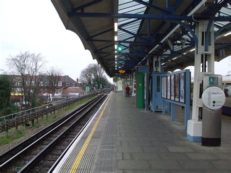 Hounslow Central tube station - Wikipedia